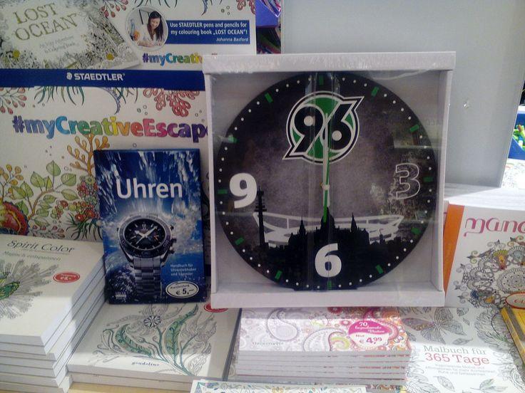 Diese Uhr Finden Sie Zwar Nicht Im Buch Uhren Jedoch Gibt Es 96 Grnde Weshalb Jeder Uhrenliebhaber In Seinem Wohnzimmer Haben Sollte