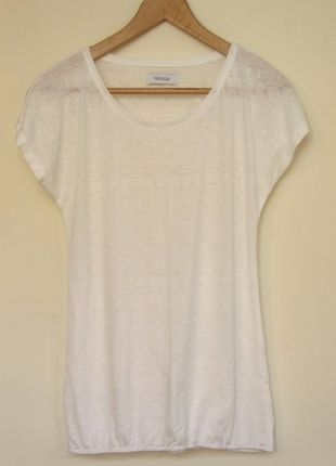 Kup mój przedmiot na #vintedpl http://www.vinted.pl/damska-odziez/koszulki-z-krotkim-rekawem-t-shirty/9007693-bialo-kremowy-t-shirt-z-polprzezroczystego-materialu-ca