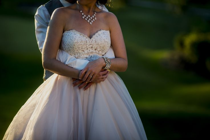 Statement necklace and bracelet for this bride | Tulle and lace champagne ballgown | Golf course outdoor wedding | Photography: Jen Linfield