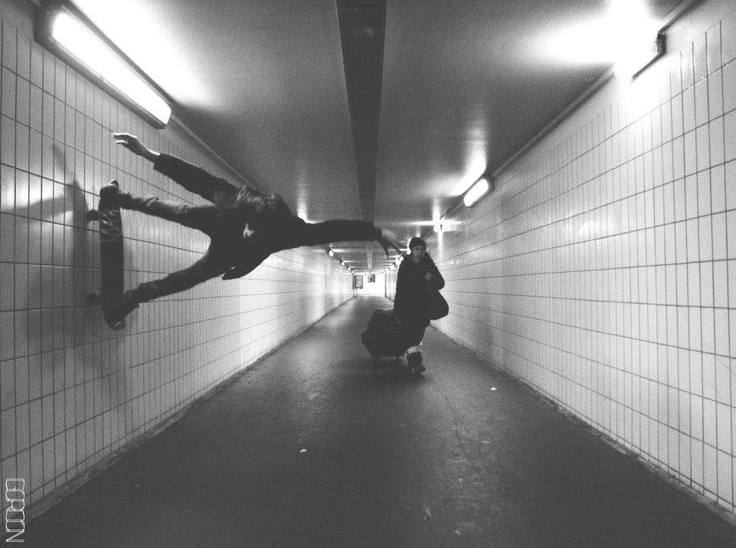 Wall skate