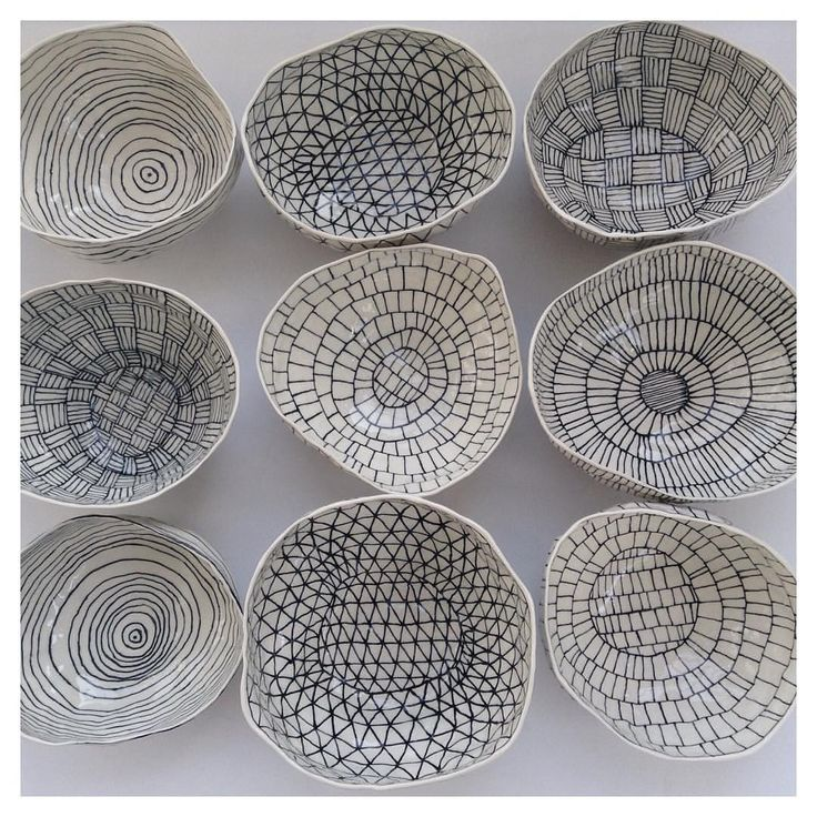 "2,066 curtidas, 57 comentários - Suzanne Sullivan (@suzannesullivanceramics) no Instagram: ""Headed to @shopkoromiko! #porcelain #blackandwhite #bowls #finally"""