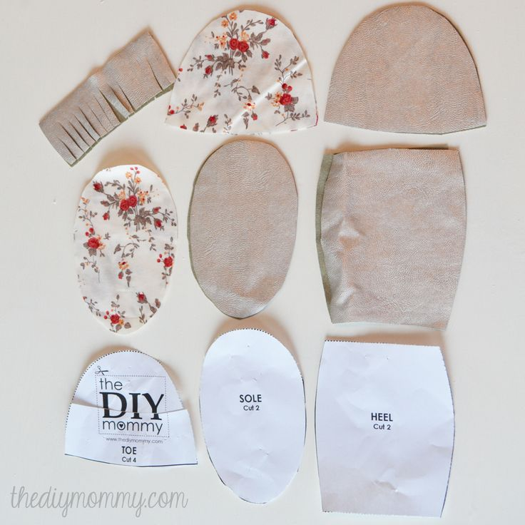 Free tutorial and pattern for fringed baby moccasins / slippers / booties | The DIY Mommy