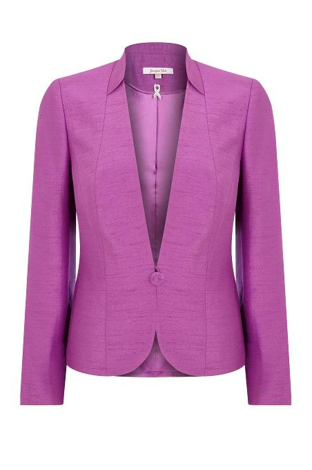 The cut of this collar & lapel is lovely
