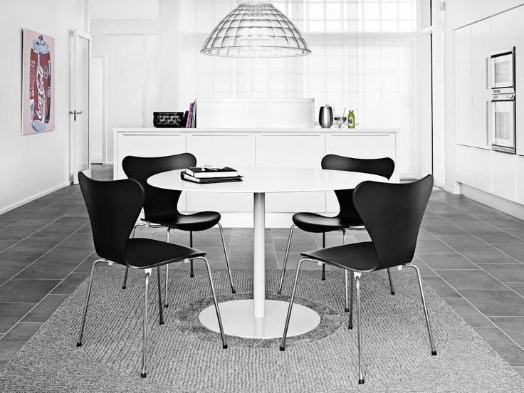 Der Serie 7 Stuhl, Welcher 1955 Von Arne Jacobsen Entworfen Wurde, Ist Noch  Immer