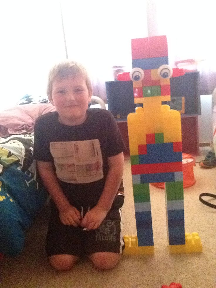 This is my robot monster made from mega bloks(that is how it's spelt).   (PLZ LIKE IT) it's cool