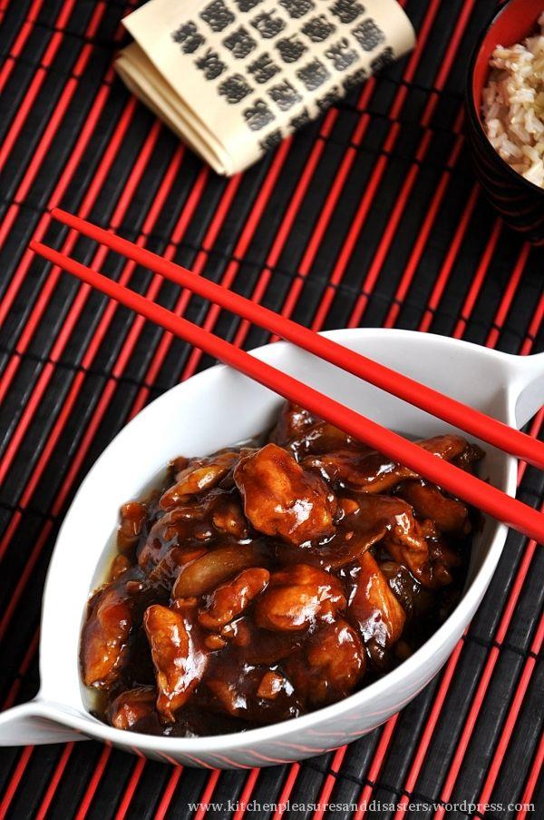 Odkąd kilka lat temu zakochałam się w azjatyckich potrawach, czyli drobiu (tudzież innym mięsku) przyrządzanym na sto sposobów, którego można spróbować w bardzo popularnych orientalnych knajpkach, …