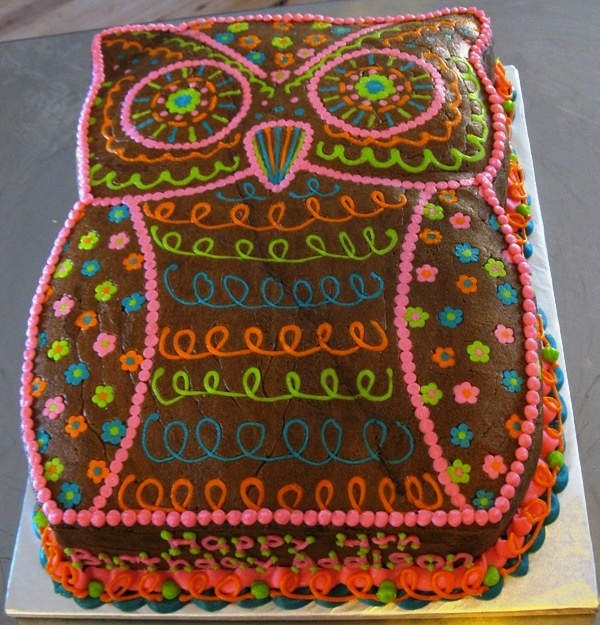 Wow that's a lot of detail but I'd love to do a big cake like this! So cute!