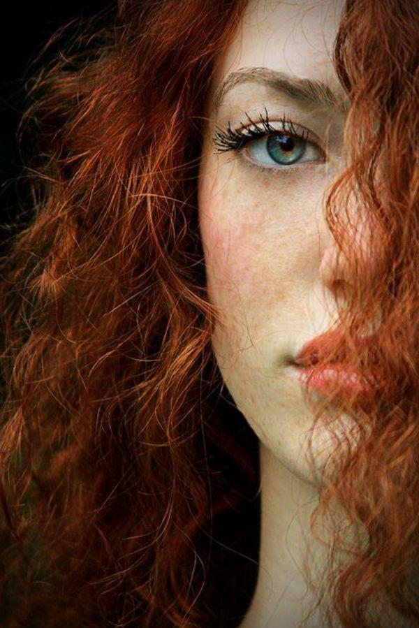 Les maquillages pour les jeunes filles avec les taches de rousseur