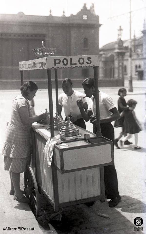 Barcelona, parada de gelats 1920-1930. M.Carme.
