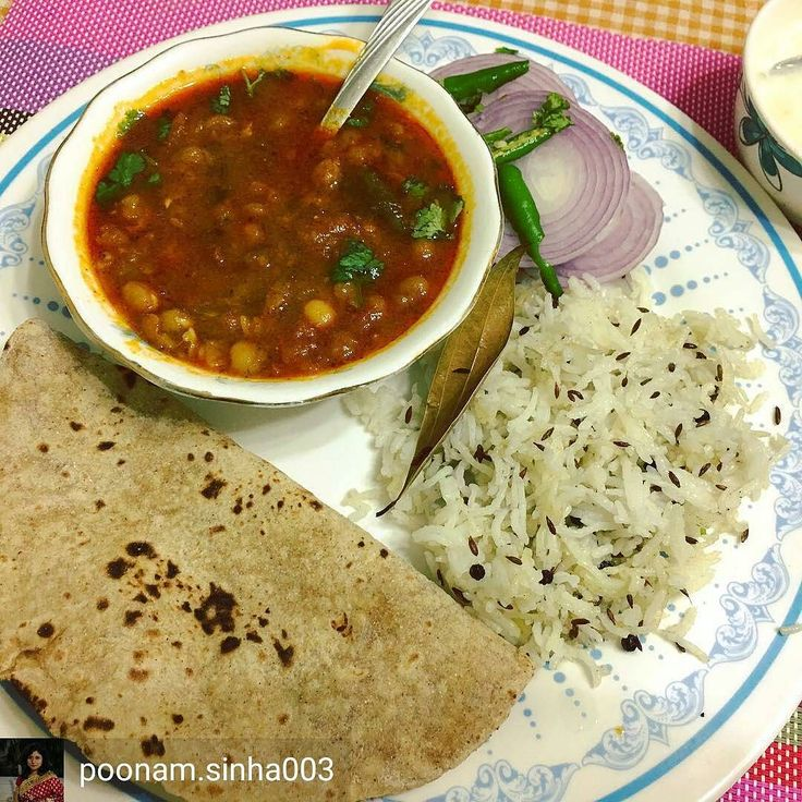 Via @poonam.sinha003 -  Matar chole zeera ricechapati#foodpics#lunchtime#delicious#homemade #Foodiye #indianfoodiye #MumbaiFoodiye #IncredibleIndia .  Follow  @Mumbai_Foodiye  Follow  @Indian_Foodiye   Tag friends you want to eat this with