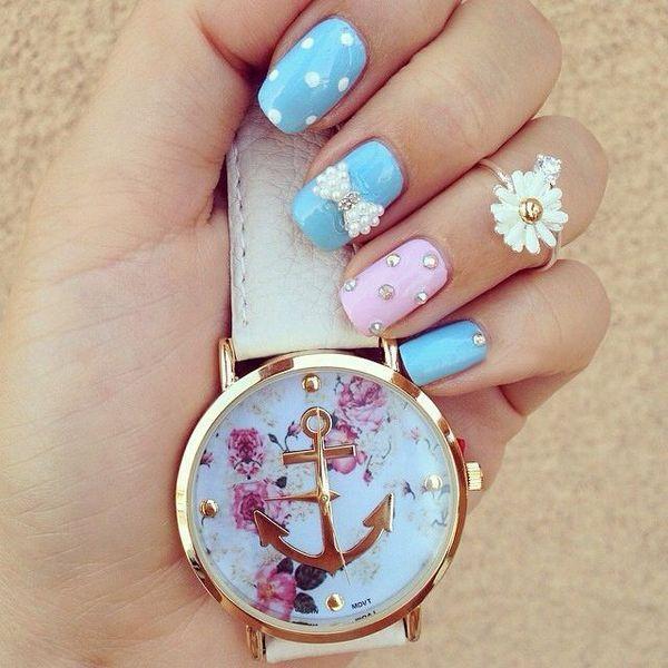 La montre tendance été 2017. Superbe montre, unique en son genre. Mouvement à trois aiguilles.  Un jolie montre qui sublimera vos poignets en un clin d'oeil!!!  La montre parfaite pour cet été!  Emballage cadeau offert!