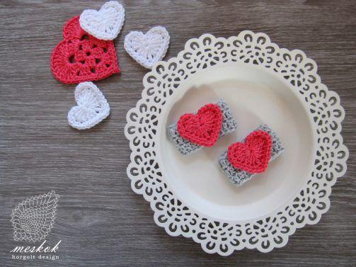Valentine's day crochet heart. napkin ring  http://meskok.hu/termekek/horgolt/valentin-napi-szalvetagyuru/#prettyPhoto