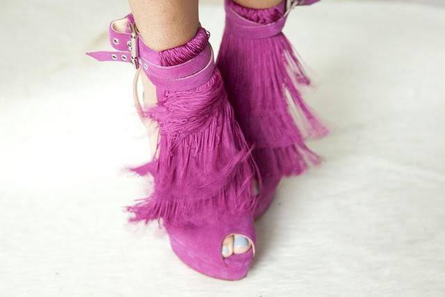 #boho magenta fringe shoes: Shoes, Pink Fringes, Ponies, Man Repel, Tassels, Boho, Christian Louboutin, Gods, Rocks