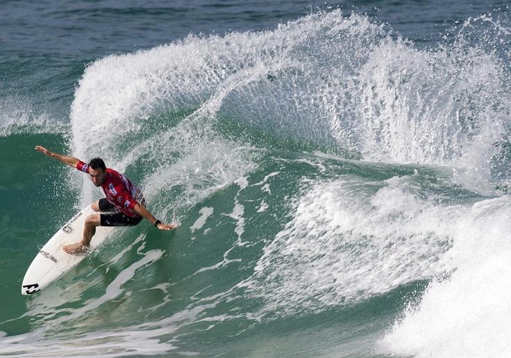 El surfista australiano, Joel Parkinson, participa en la etapa brasileña del Campeonato Mundial de Surf en la playa Barra de Tijuca Rio de Janeiro, Brasil. (EFE/Antonio Lacerda)