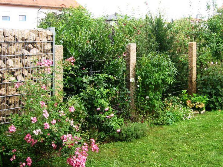 Granitpfosten mit Bespannung als Zaun