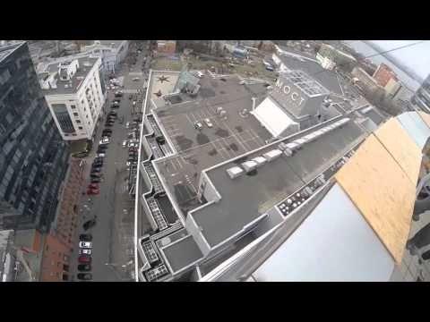 Журналіст зістрибнув з 25-го поверху ТРЦ - YouTube