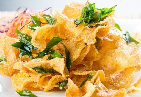 Salted Egg Potato Chips Ingredients: 8 salted egg yolks 2 large potatoes, thinly sliced 3 tablespoons butter 1 cup basil leaves 5 pieces bird's eye chilies
