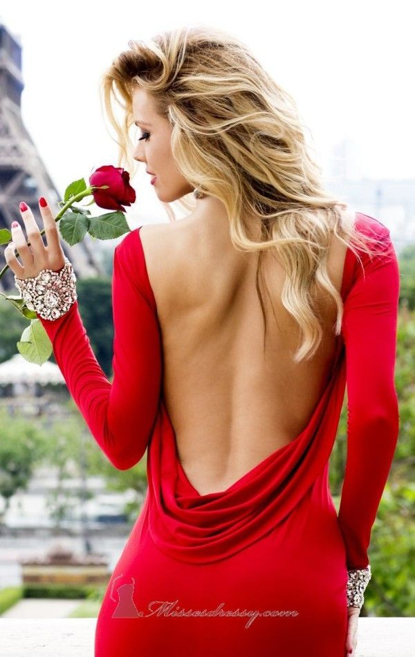 Red backless dress - ✯ http://www.pinterest.com/PinFantasy/moda-~-backless-dresses-espalda-al-aire/