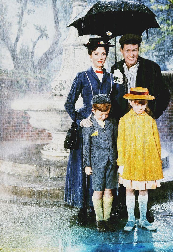 Julie Andrews, Dick Van Dyke, Karen Dotrice and Matthew Garber in Mary Poppins, 1964. Via hollywoodlady.tumblr.com/