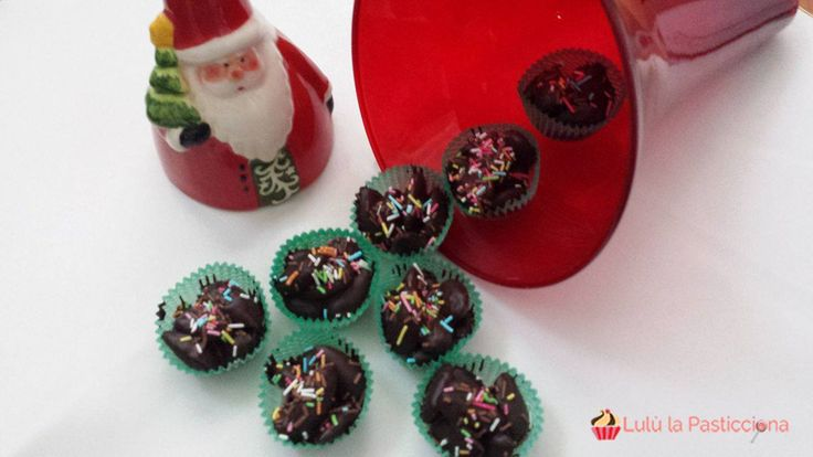 Il Natale è il periodo più dolce dell'anno e non solo in senso metaforico, ma anche in campo culinario. Ecco perché nel mese di Dicembre molte di noi s'ing