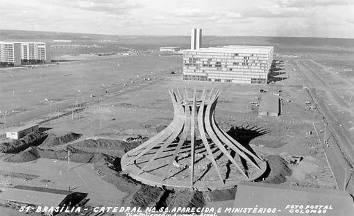 Esplanada dos Ministérios com Catedral à frente. Brasilia. 1960