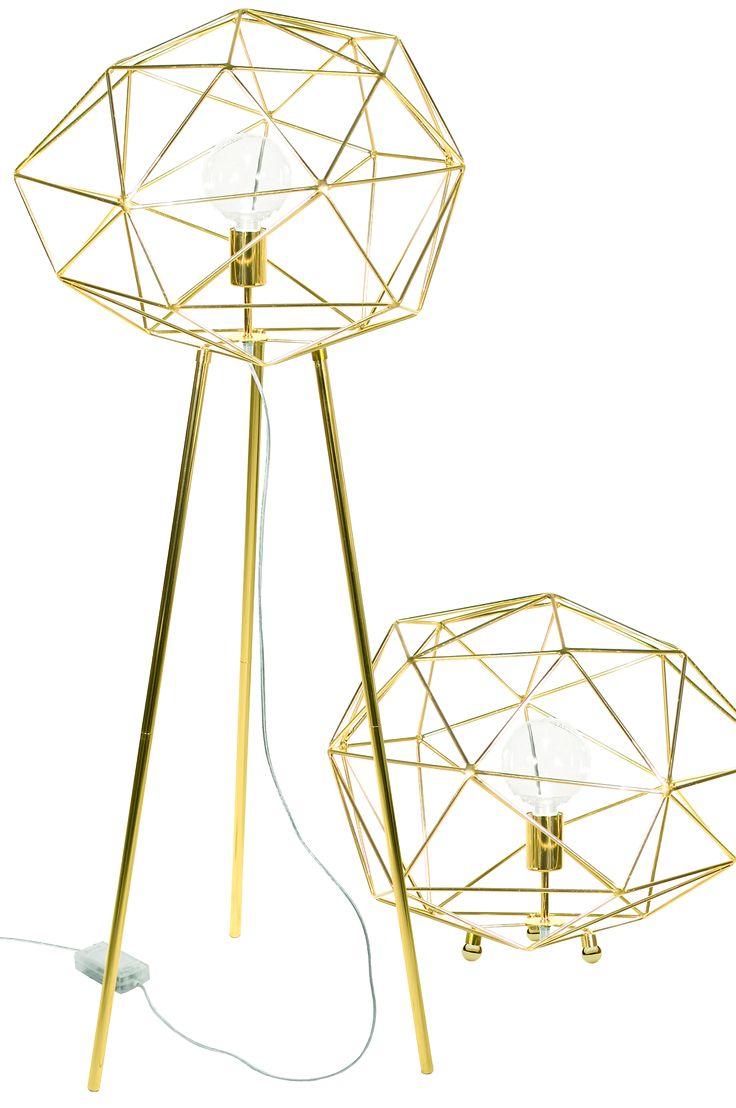Designet med metallstenger. To ulike muligheter gis, enten plasseres lampen direkte på gulv på runde metallkuler, eller så settes den som gulvlampe på medfølgende metallben. Transparent ledning med bryter. Diameter 50 cm. Høyde 50 - 130 cm. Pæreholder E27. Maks 60W.