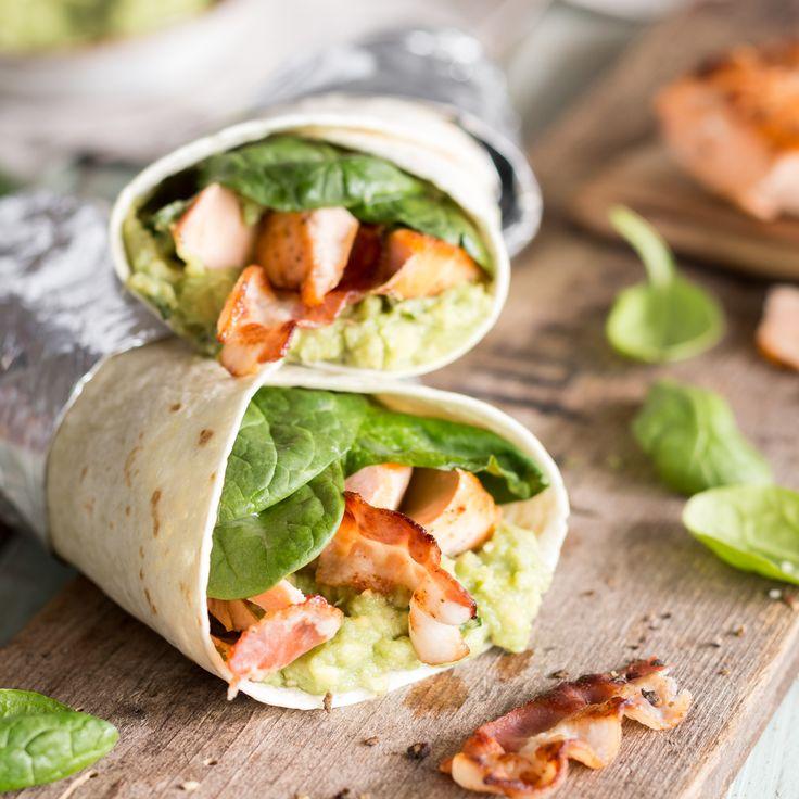 Das'Who is Who' des guten Geschmacks: Gebratener Lachs, Guacamole, Spinat und knuspriger Bacon werden eingerollt in eine Tortilla, zum Feierabend-Wrap.