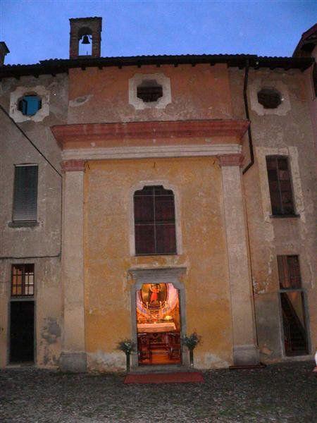 Oratorio dell'Immacolata Concezione (detto di S. Anna) - vicino a Piazza Cairoli, Azzate (Va). E' sorto insieme agli ampliamenti barocchi della Ca' Mera (lato sinistro), con funzioni di cappella gentilizia della stessa.