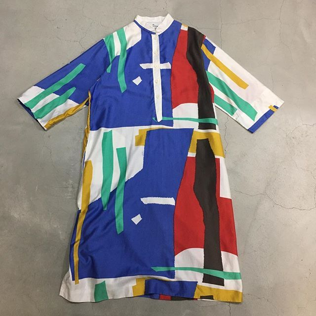 kalma_tokyo on Instagram pinned by myThings 〈 penthouse gallery . 〉 abstract pattern maxi dress . age  1980 . material  cotton100 . USA . 商品に関するお問い合わせ、通販のお申し込みは、掲載三日目以降でsold out . の表記が無い物に限らせていただいております お名前と商品の画像を添えて、メール〈 info@kalma-tokyo.com 〉にお問い合わせ下さい ※女性スタッフは在籍しておりませんので、着用画像には対応出来ません ※DM、コメントでのお問い合わせには対応出来ません . #kalmakalmakalma