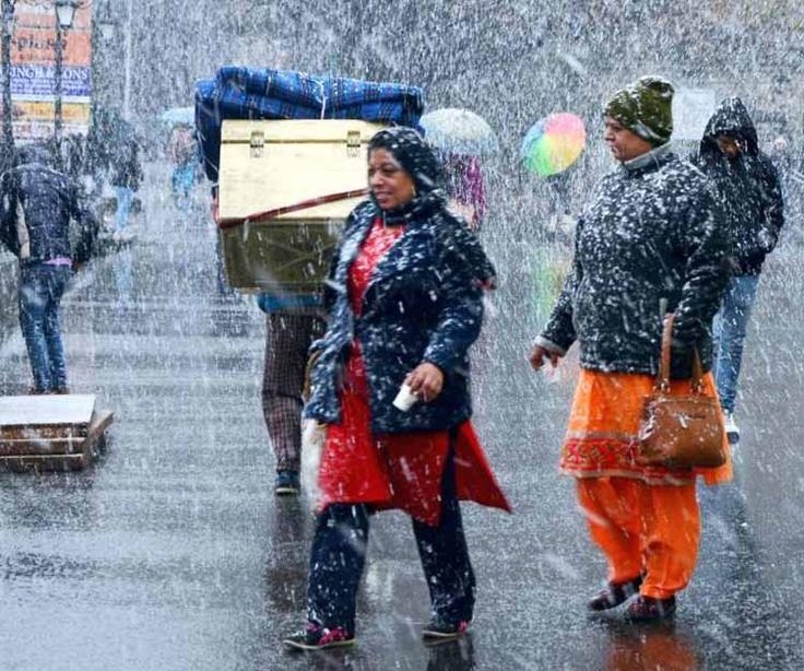 The route to Vaishno Devi is struck due to the heavy rainfall. And the high reaches in Himachal Pradesh, Uttarakhand, Kashmir have been lashed with snowfall. According to the weather department, rains and snowfall will continue in the next 3 days as well. That means, there will be no  escape from the cold waves until March 11.