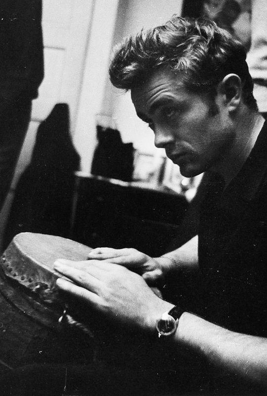 vintagegal: James Dean photographed by Roy Schatt, 1954