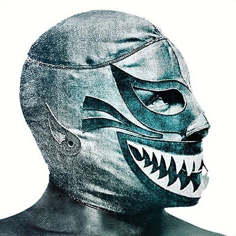 MÁSCARA DE TIBURÓN  fotografía México (1975) #mascaradetiburon #jefetiburon #tiburon #mascara #coleccionmilmascaras #solooriginal #dientes #dentada #50años #japon #sanluispotosi #mexico #japon #mask #ロペス製