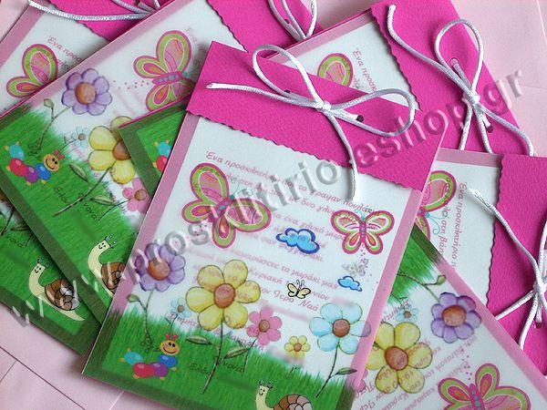 Παραλληλόγραμμο Προσκλητήριο βάπτισης για κοριτσάκι από Φούξια χαρτί με σατέν κορδονάκι 2mm σε λευκό χρώμα και Ροζ φάκελο για προσκλητήρια