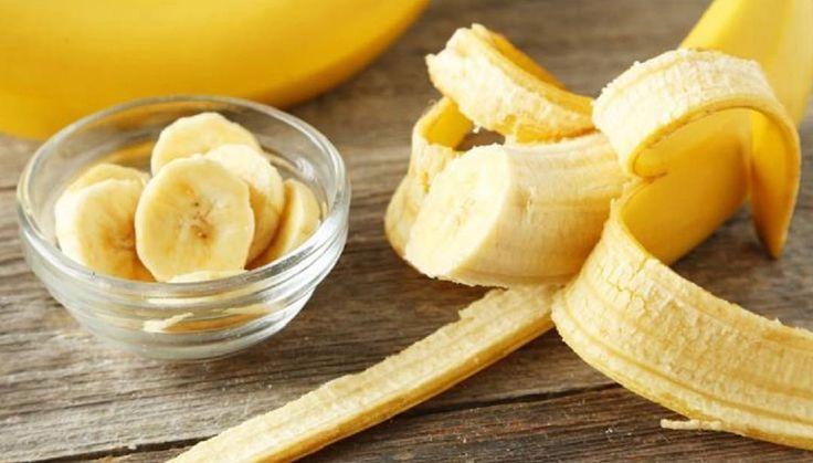 Чем полезны БАНАНЫ или 22 причины их полюбить 1Бананы помогают бороться с депрессией. В них много триптофана - вещества из которого вырабатывается серотонин - гормон счастья. Поэтому съев банан легко улучшить настроение.  2Бананы - единственный фрукт который даже у младенцев не дает аллергической реакции.  3Укрепление костей. Бананы задерживают кальций в организме он не выводится вместе с мочой а остается в организме и используется для укрепления костей. Это особенно важно для любителей кофе…