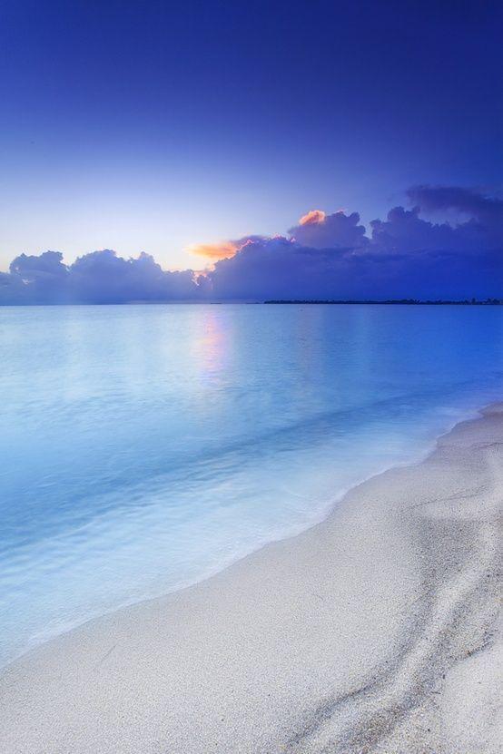 Belize • Sunrise over the Blue Ocean