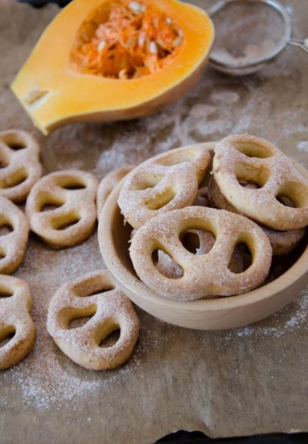 Andreea's Chinesefood blog: Covrigei dulci cu dovleac