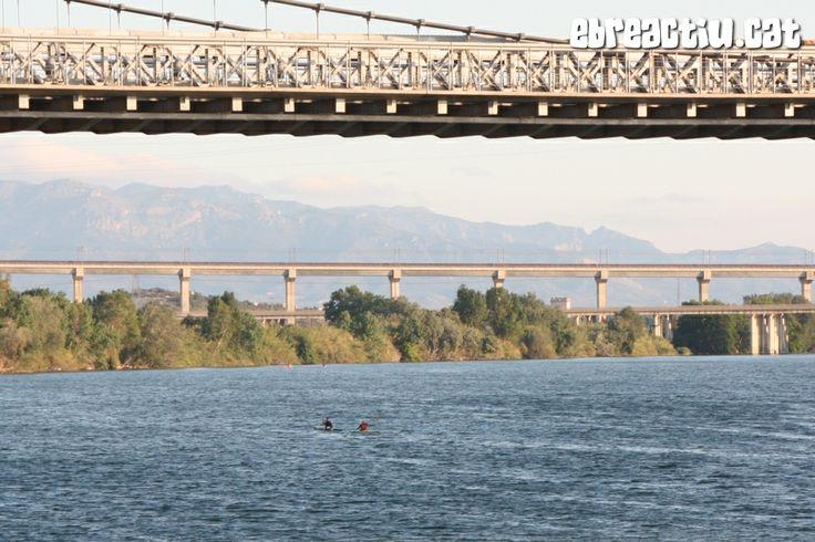pas pr #Amposta del caiac de riu #Deltebre i #Tortosa (#Montsia i #BaixEbre, #Terresdelebre) #caiac #kayak #kayac #CursadelLlop #Ebre #Ebro #riu #rio