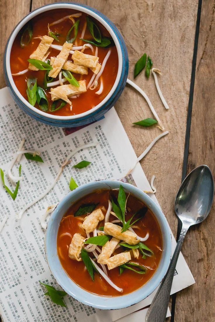 Heerlijk recept voor verse vegetarische Chinese tomatensoep, simpel, snel en helemaal zelfgemaakt!