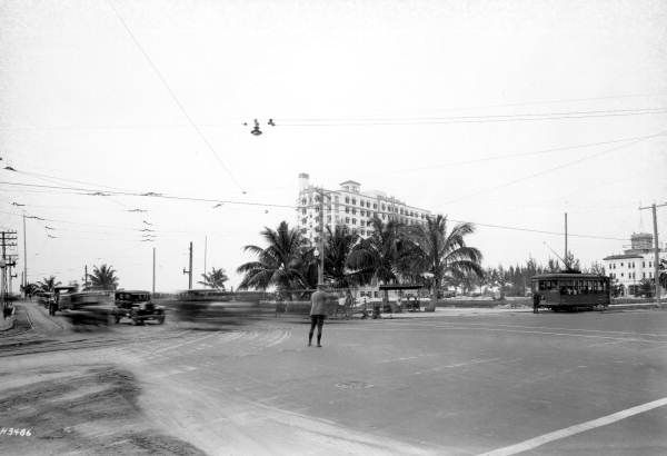 Florida Memory - Traffic cop at the intersection of 5th Street and Alton Road - Miami Beach, Florida