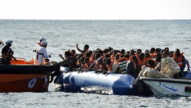 Rettungsaktion für Flüchtlinge vor der libyschen Küste (Bild: ANDREAS SOLARO/AFP)