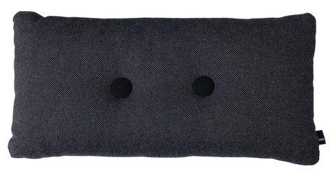 Pute fra HAY, laget av 70% pure new wool and 30% viscose  Fyll: 100% polyester  Knappen har forskjellig farge på hver side.Knappen er gjennomgående. Mål: 40x75cm