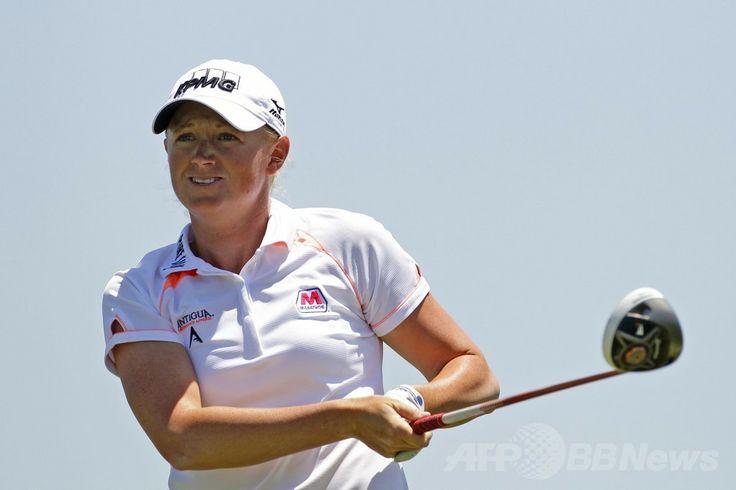 女子ゴルフ米国ツアー、ショップライト・クラシック(ShopRite LPGA Classic 2014)最終日。3番でティーショットを打つステーシー・ルイス(Stacy Lewis、2014年6月1日撮影)。(c)AFP/Getty Images/Hunter Martin ▼2Jun2014AFP|ルイスが今季2勝目で世界1位奪還、ショップライト・クラシック http://www.afpbb.com/articles/-/3016474