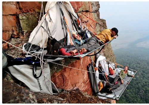 Portaledge Camping, Yosemite, California.   Omg...I like to do super adventurous things but I don't think im THAT brave.