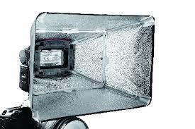 Falcon Eyes Softbox Zilver ESA-SB2030S 20x30 cm voor Speedlite Camera Flitser  Falcon Eyes popup Softbox Zilver ESA-SB2030S 20x30 cm voor Camera Flitser is in slechts enkele seconden uitgevouwen en te plaatsen op uw camera flitser d.m.v een klittenbandsluiting.  De softbox zorgt voor een mooie zachte uitlichting.  EUR 30.95  Meer informatie