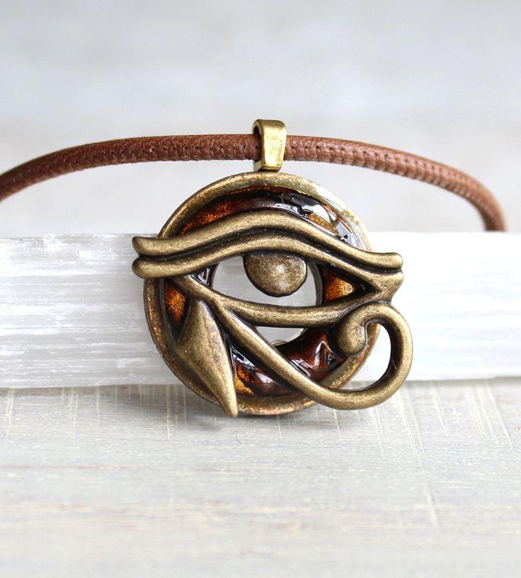 marrón ojo de horus collar, joyería del mens, todos ver ojos, collar para hombre, regalos únicos, Dios egipcio, símbolo egipcio, el Wadjet, regalo para hombre de NatureWithYou en Etsy https://www.etsy.com/es/listing/264054308/marron-ojo-de-horus-collar-joyeria-del