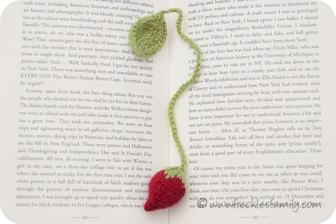 Knitting Bookmarks : Knitted strawberry bookmark free pattern yarny stuff