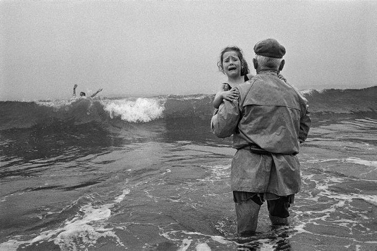 La fuerza del mar, Sao Bartolomeu Do Mar, Portugal 1997 © Cristina García Rodero / Magnum Photos / Contacto