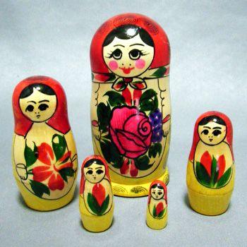 セミョーノフのマトリョーシカ(5個入り) 赤バージョン