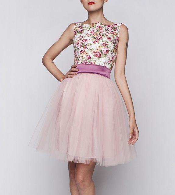 http://szyjemysukienki.pl/kategoria/sukienki/roze-tiul-rozowa