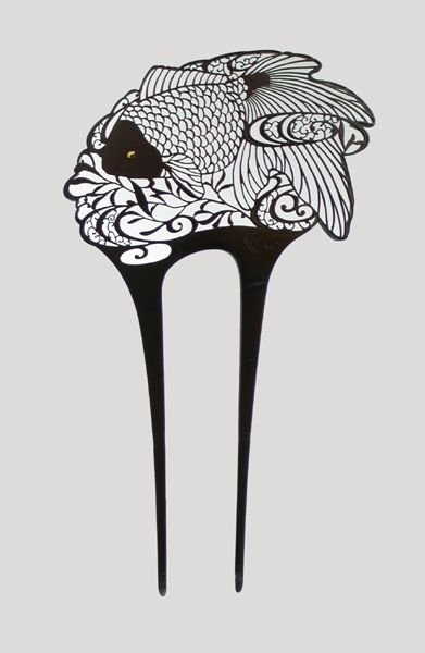 """Japanese fish motif comb from the Taisho Era (1912-1926). """"Fish made of metal cut very thinly against the light, in a superb game of transparency. The eye of the fish is raised gold."""" 